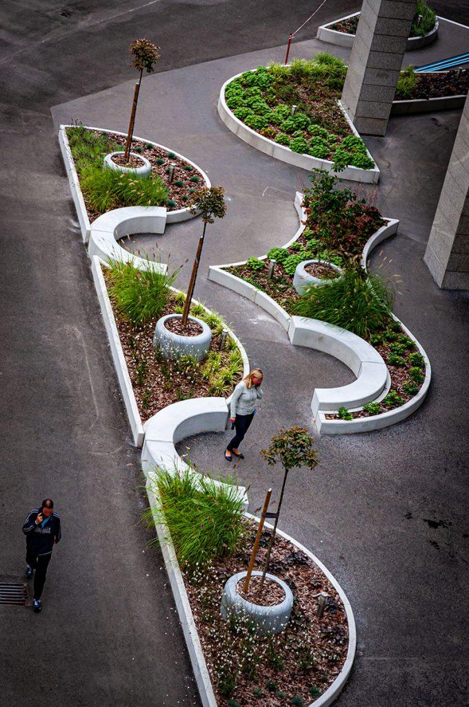 City-gate-Variopark-latszobeton-plantener